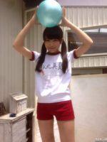 乃木坂46 秋元真夏の貴重なブルマ…ふとももが綺麗