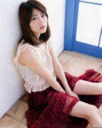 乃木坂46 若月佑美のスカートからのぞく美脚