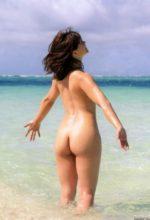 ビーチで全裸の安枝瞳