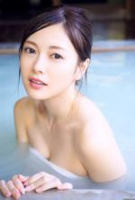 乃木坂46白石麻衣の露天風呂美乳