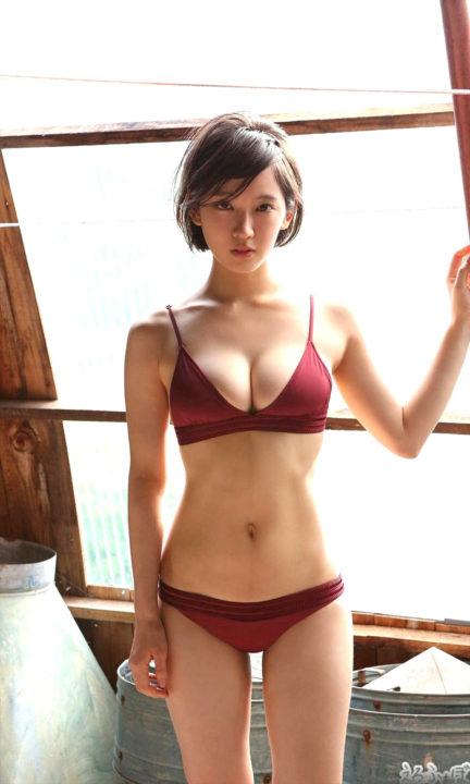 吉岡里帆 パーフェクトスタイルの水着グラビア