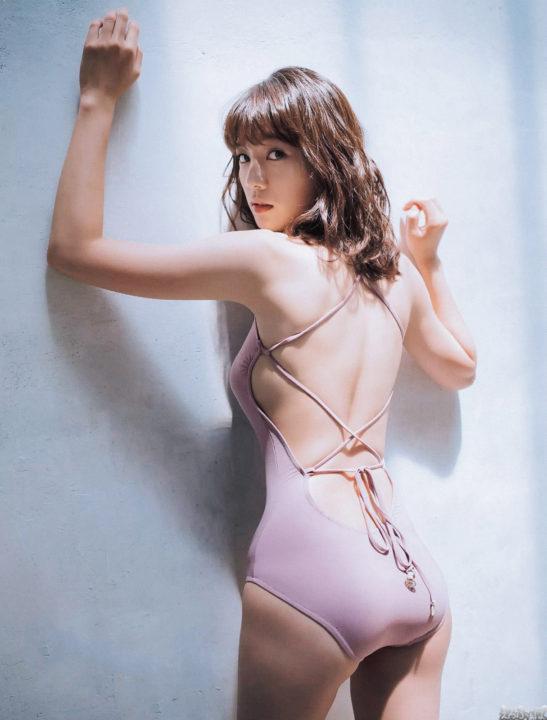 佐藤美希の横乳と意外にデカいお尻のエロ画像