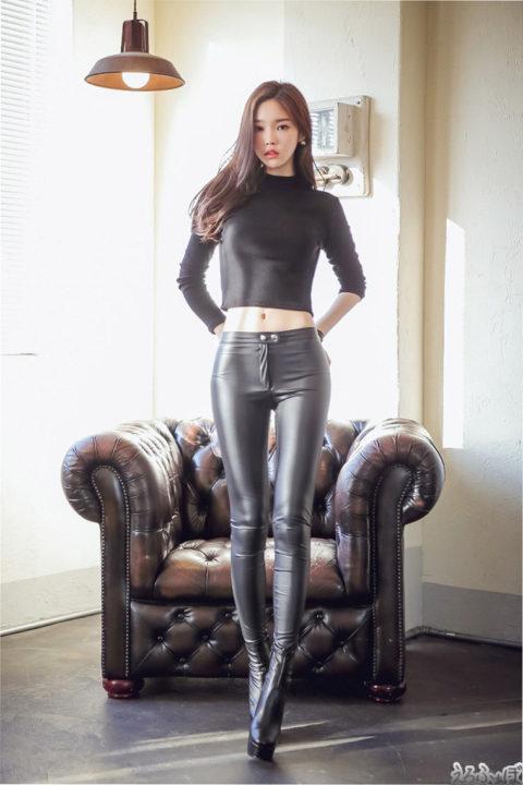 スタイル良すぎな韓国美女のへそ出しピタピタ服