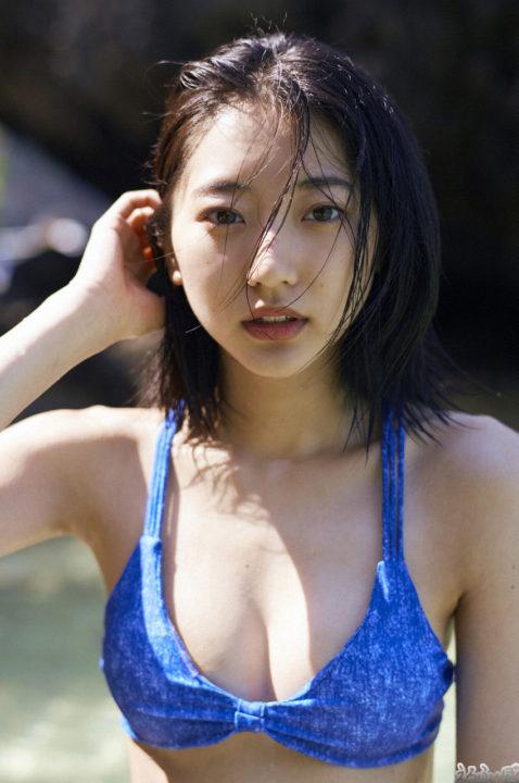 武田玲奈 美胸の肌感が伝わる水着グラビア