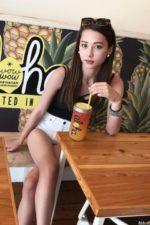 テラハ美女Nikiのショーパン超絶美脚