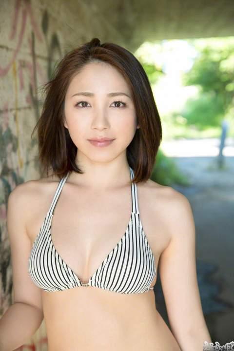 すっかり綺麗なお姉さんへと変貌した吉川友