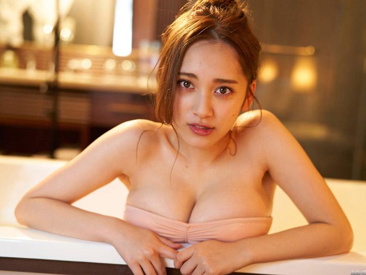 都丸紗也華の贅沢すぎる爆乳画像