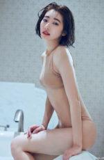 スレンダーな腰回りと小さなお尻がエロい武田玲奈
