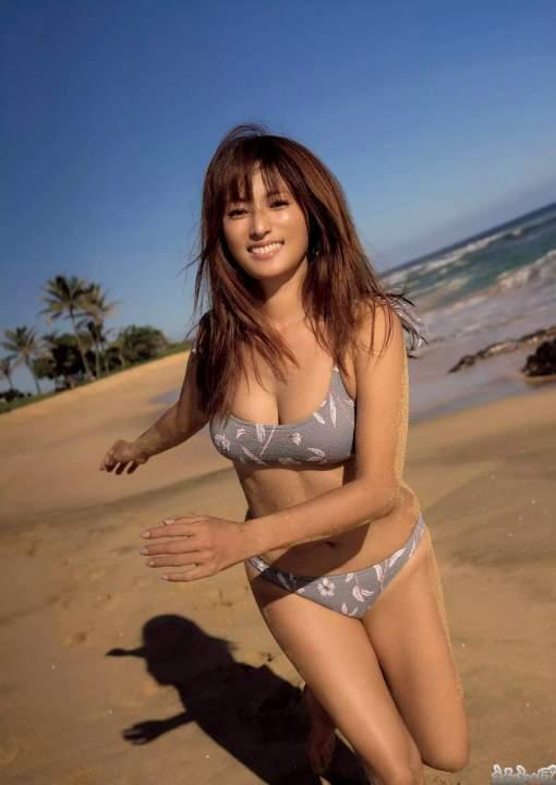 ビーチで一緒に遊びたい深田恭子