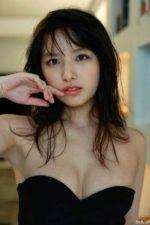 大和田南那 胸が無防備な高級ドレス