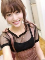 新井恵理那 透け感のあるトップスで自撮り