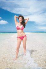超絶綺麗なビーチに負けない伊東紗冶子の超絶スタイル