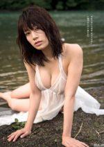 佐藤美希 水辺で濡れるFカップ