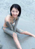 武田玲奈 灰色の泥にまみれた美乳と美脚